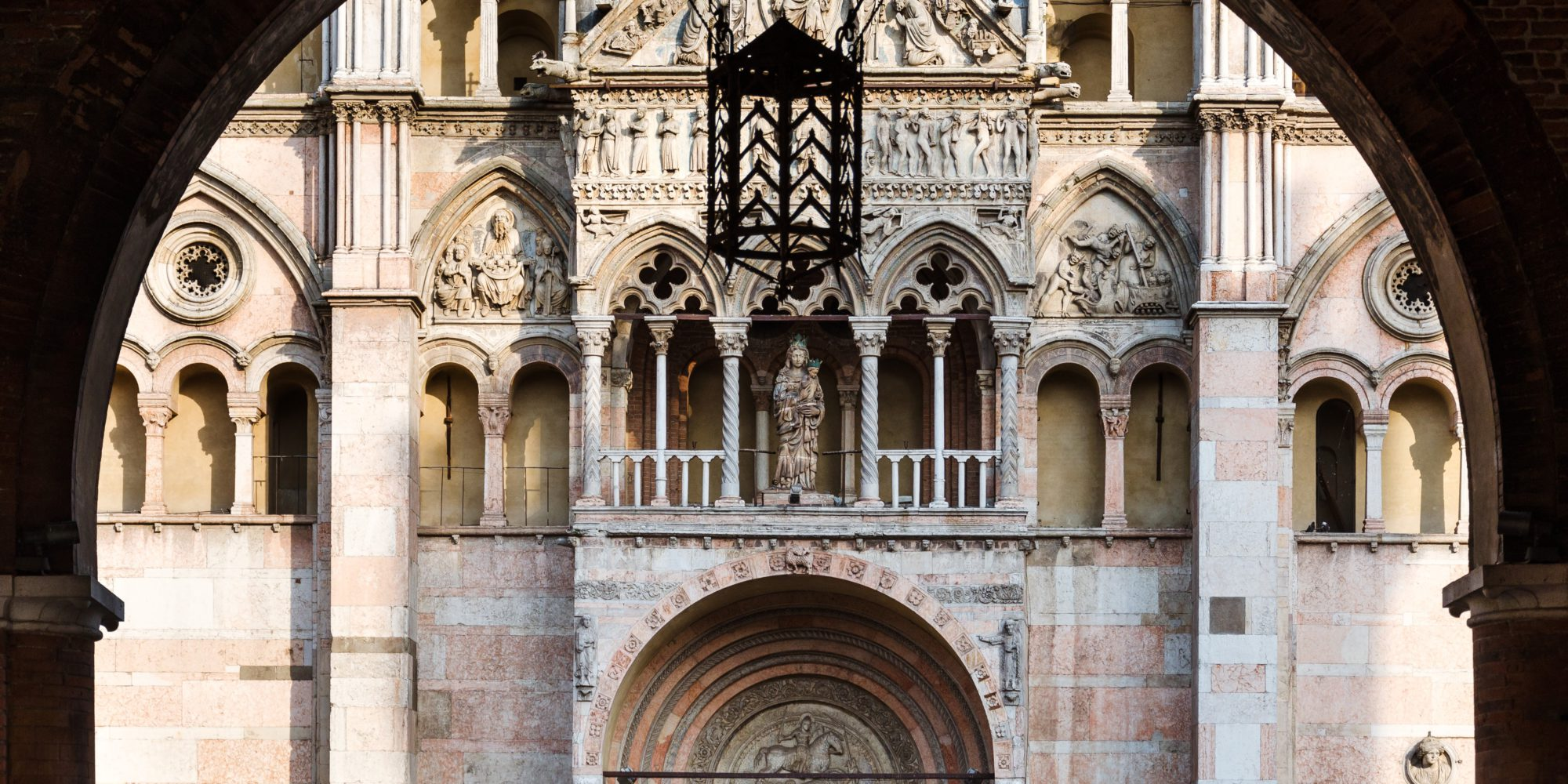 Ferrara is situated in the heart of the Padana planes. The city has been awarded UNESCO status because of the perfectly intact historic center. Here visitors can experience the atmosphere of the Renaissance past.