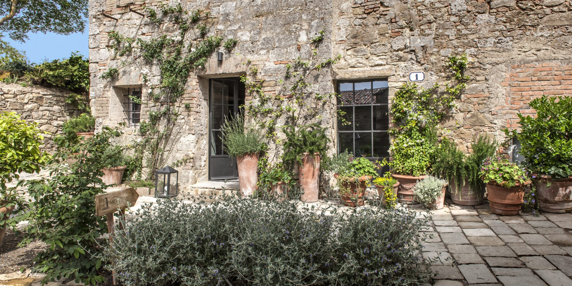 Monteverdi Tuscany will give you a warm welcome at the reception building, right at the entrance of the historic village of Castiglioncello del Trinoro.