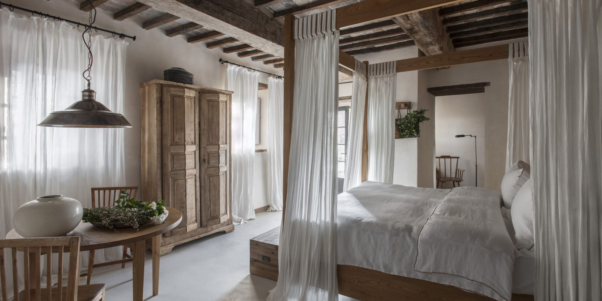 Architect Ilaria Miani worked side by side with Monteverdi Tuscany owner, Michael L. Cioffi, during the restoration of the village of Castiglioncello del Trinoro. Much of her design inspiration came from the Val d'Orcia area's rolling hills, dusty roads, and forests of oaks.