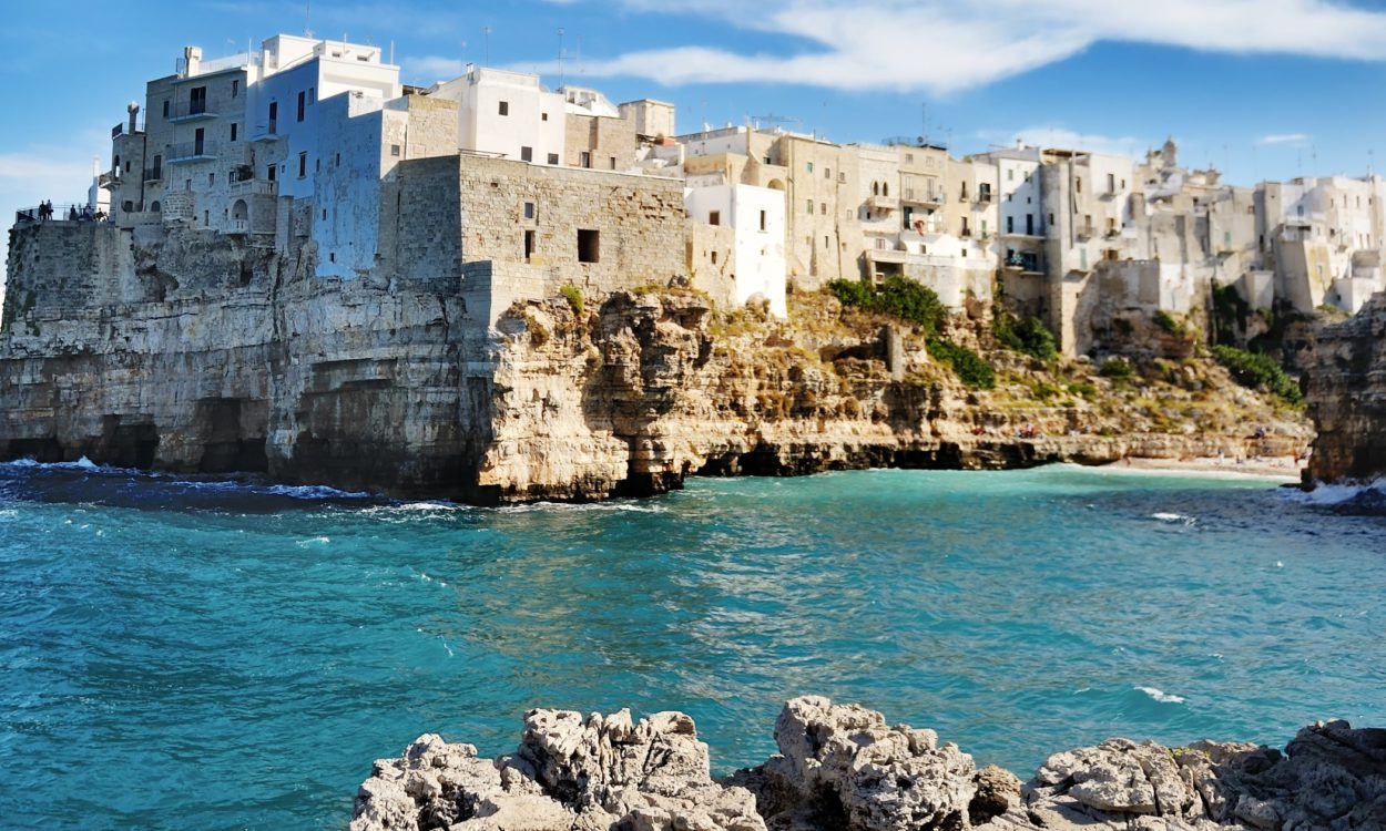 Polignano a mare house the restaurant that it can be considered one of the most fascinating in the world, Ristorante Grotta Palazzese, built in the cliff below the city.