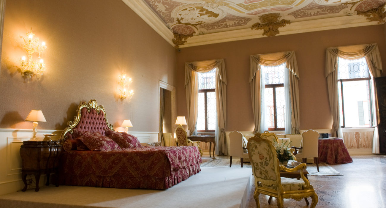 Many of Hotel Ca' Sagredo's 42 bedrooms and suites offer splendid views on to the Grand Canal. The bedrooms are the perfect expression of the romantic soul of Venice, made all the more appealing by the careful integration of the very latest in contemporary technology and in-room amenities.